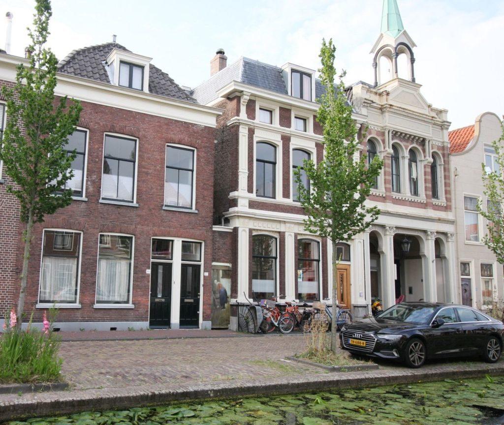 Haeuserfront Vlaamingstraat 40 -42 in Delft, hier entstand das Gemaelde Straße in Delft von Johannes Vermeer