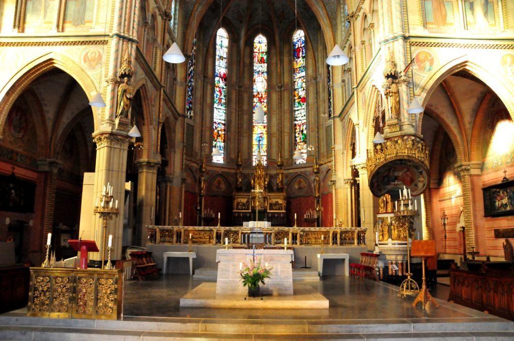 Innenansicht der prunkvoll ausgestatteten Maria van Jessekerk in Delft