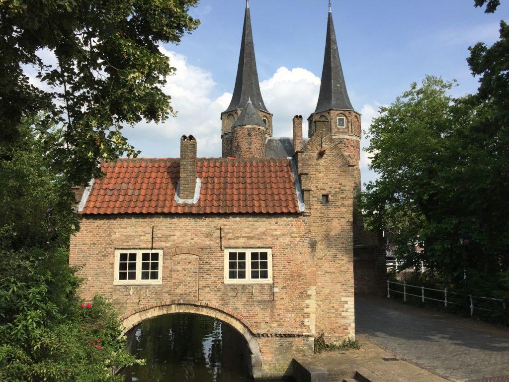 Ansicht des Wassertores des Oostpoort-Stadttores in Delft
