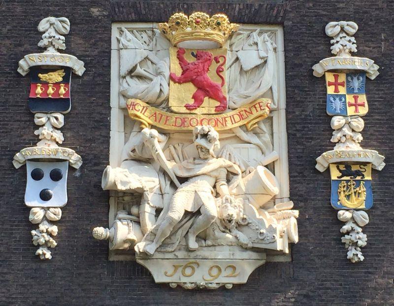 Wappen der Grafschaft Holland auf dem Armamentarium in Delft