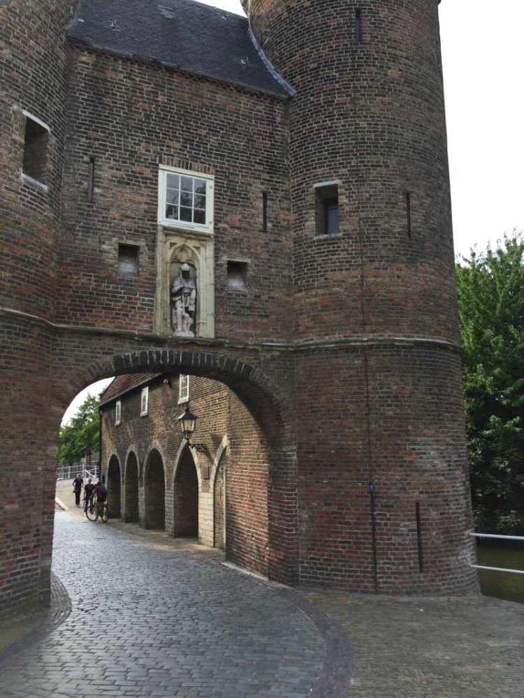 Oostpoort-Stadttor aus dem 14. Jahrhundert in Delft
