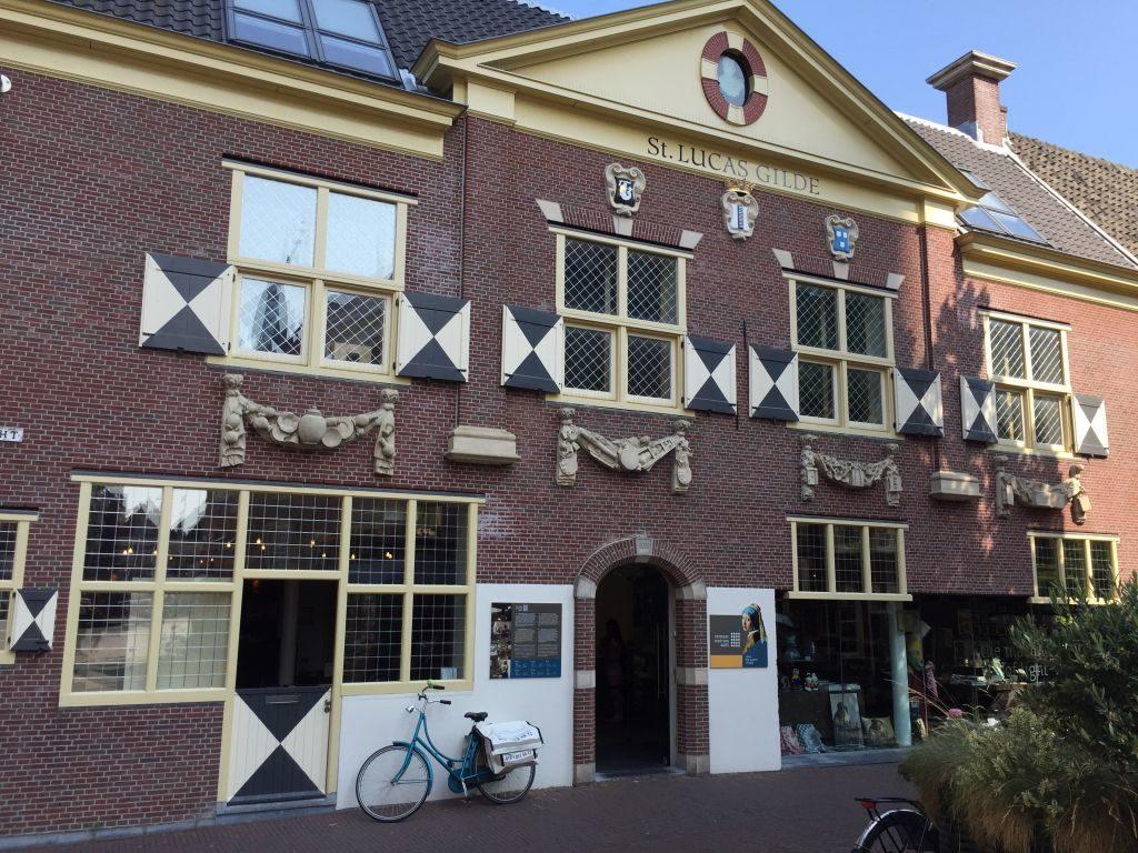 Haus der ehemaligen St. Lucas Gilde an der Voldersgracht in Delft; heute das Vermeer Centrum