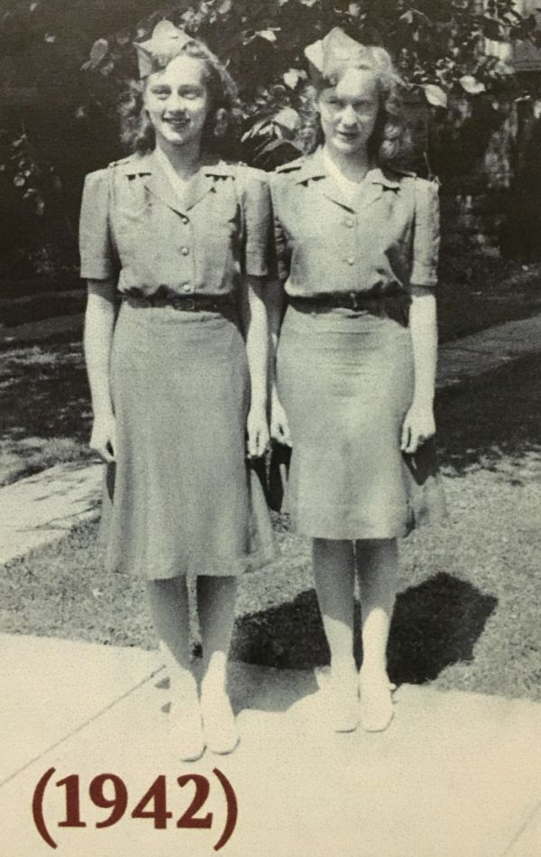 Inge Oswald links im Bild, in ihrer Unifrom als Farmerette