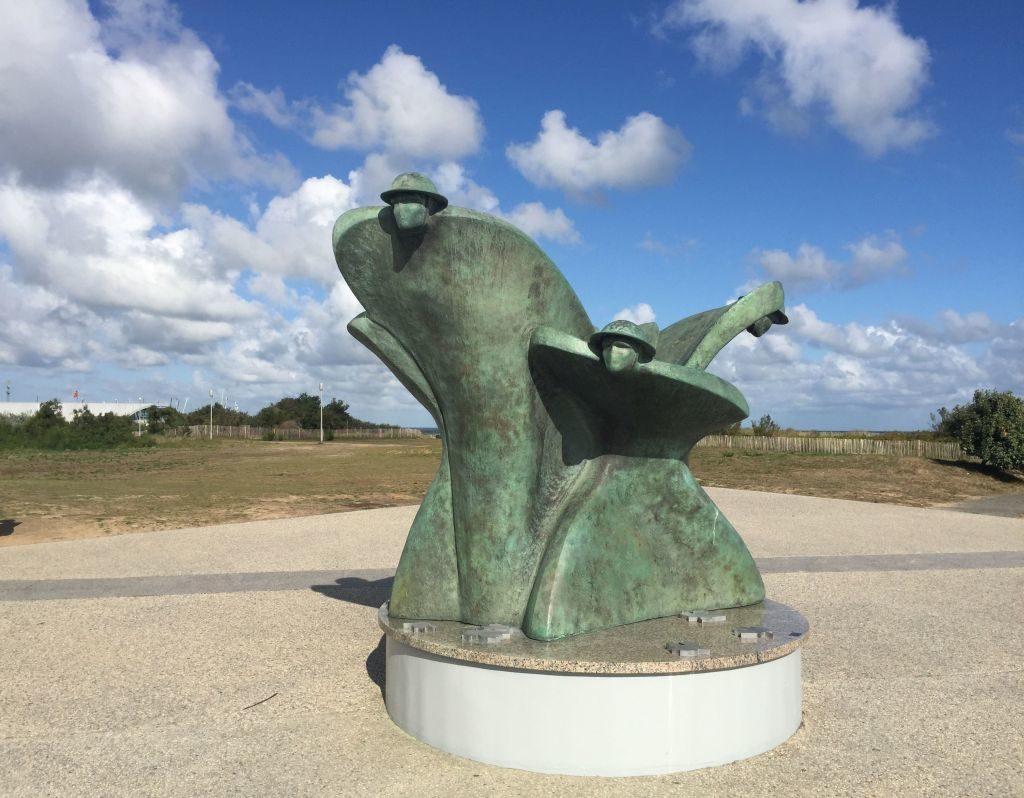Mahnmal vor dem Juno Beach Centre in Courseulles-sur-Mer, Normandie