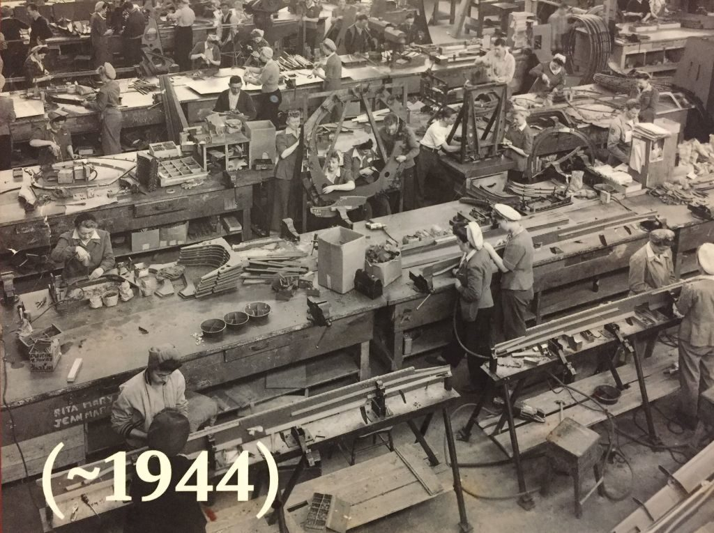 Kanadische Frauen am Fließband in einer Maschinenfabrik 1942