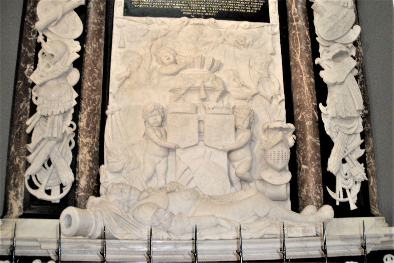 Mausoleum Admiral Maarten Tromp in der Oude Kerk (Alten Kirche) in Delft
