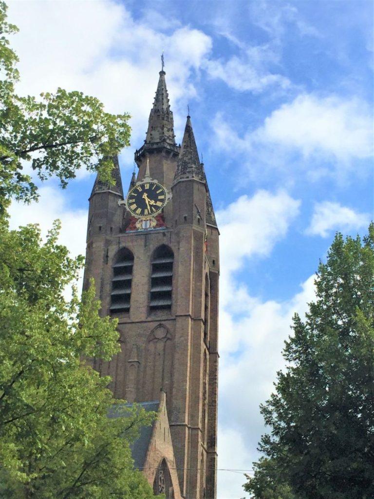 Blick auf den Kirchturm Oude Jan der Alten Kirche in Delft
