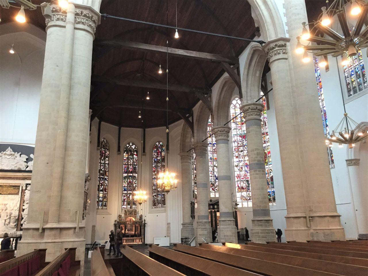 Innenansicht der Oude Kerk (Alter Kirche) von Delft