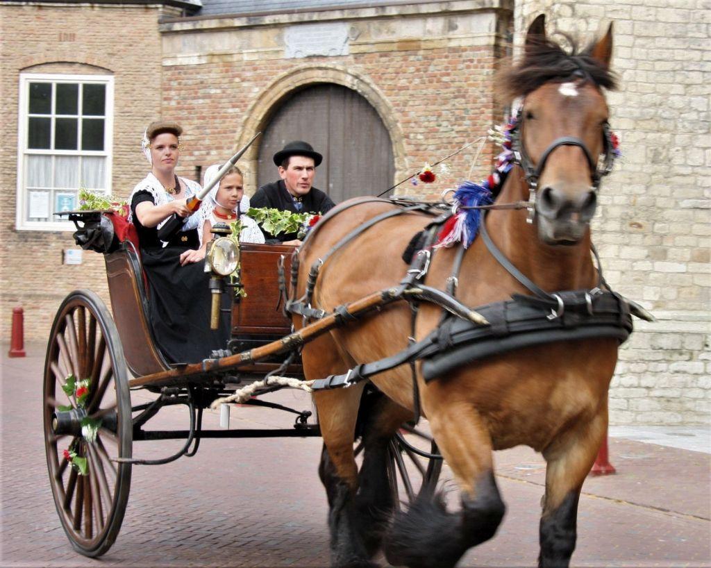Ringstechen mit der Kutsche im niederlaendischen Middelburg