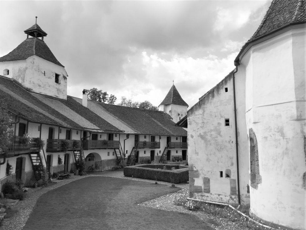 Blick in die Kirchenburg von Honigberg, Rumaenien