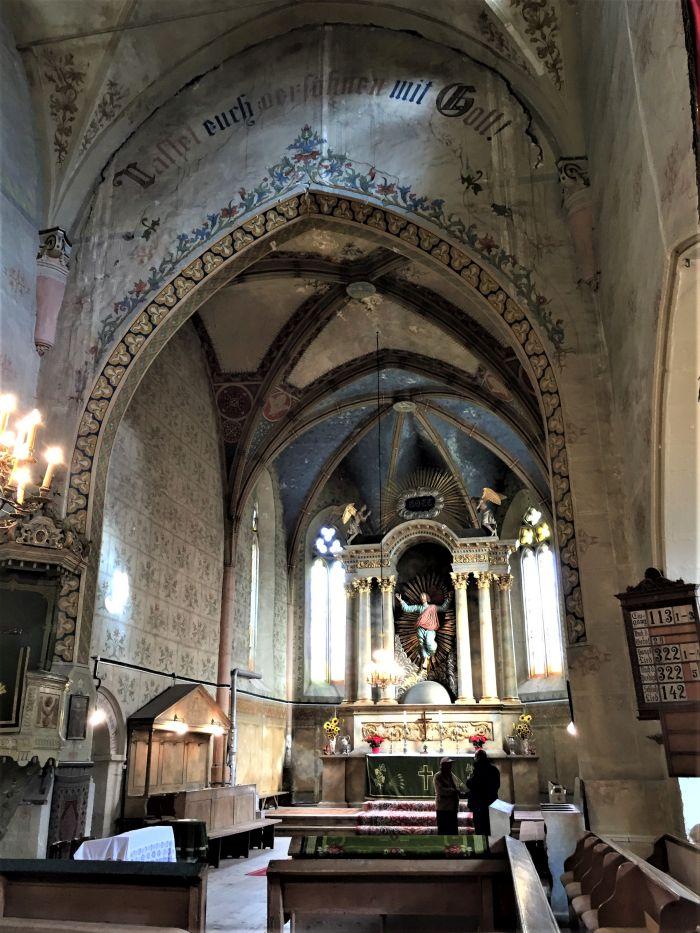 Blick auf den Altarraum der Kirchenburg von Weidenbach (Ghimbav)