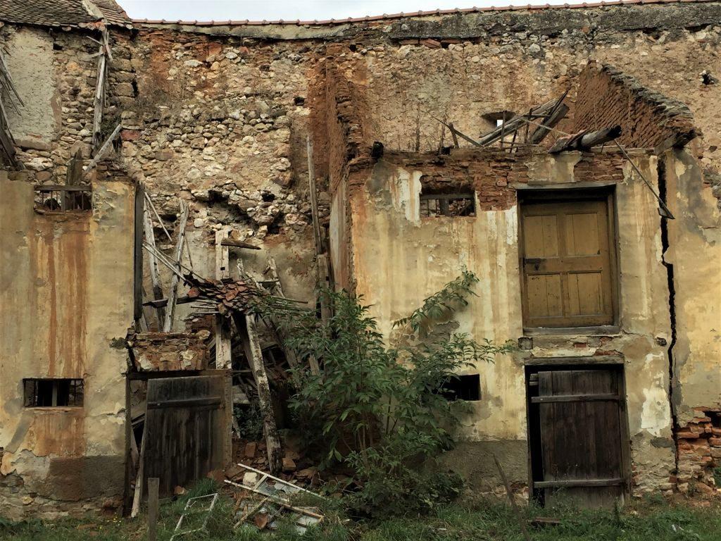 Verfallene Vorratskammer entlang der Ringmauer der Kirchenburg von Weidenbach (Ghimbav)