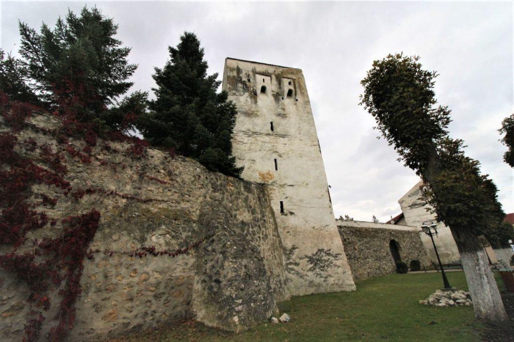 Ringmauer mit Verteidigungsturm der Kirchenburg von Weidenbach (Ghimbav)