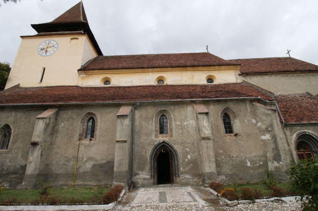 Suedfassade mit Glockenturm der Kirchenburg von Weidenbach (Ghimbav)