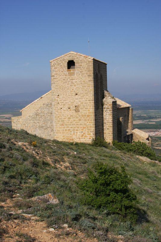Glockenturm der Wehrkirche San Salvador in Gallipienzo