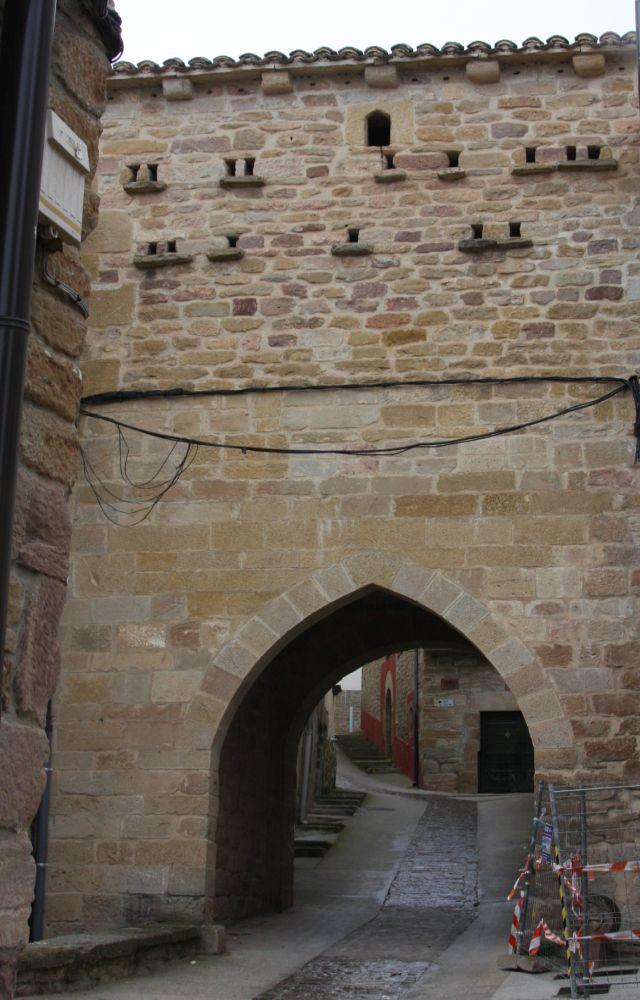 Jakobsweg und Stadttor von Cirauqui