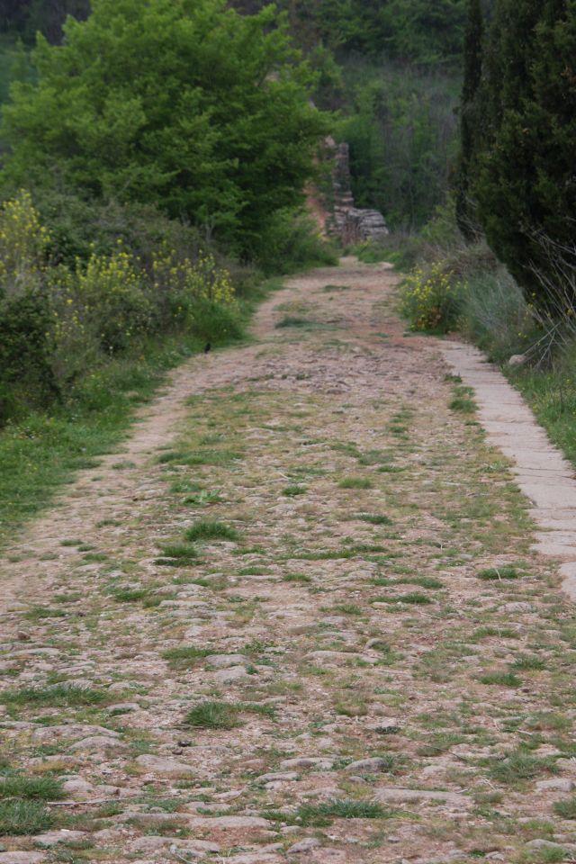 Römerstraße und Jakobsweg bei Cirauqui in Navarra