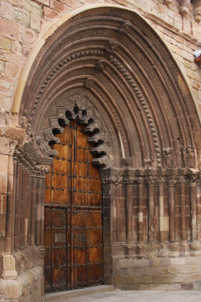 Portal der Kirche San Román in Cirauqui am Jakobsweg