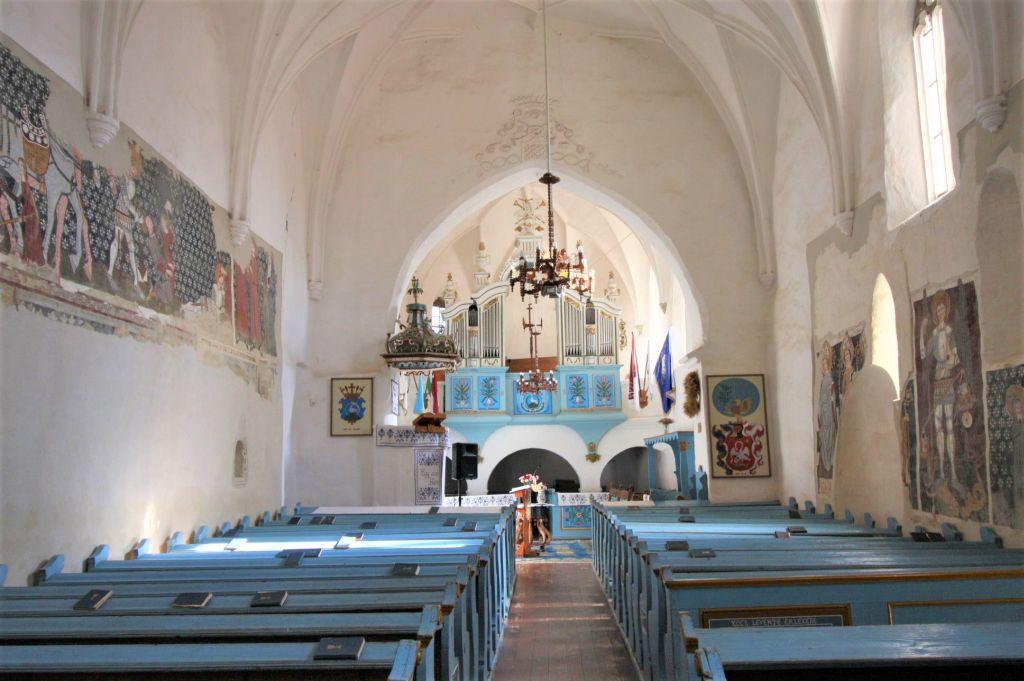 Innenansicht der Wehrkirche von Dersch / Darjiu