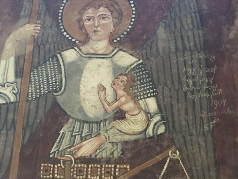 Detail des Freskos des Erzengels Michael in Kirchenburg Dersch