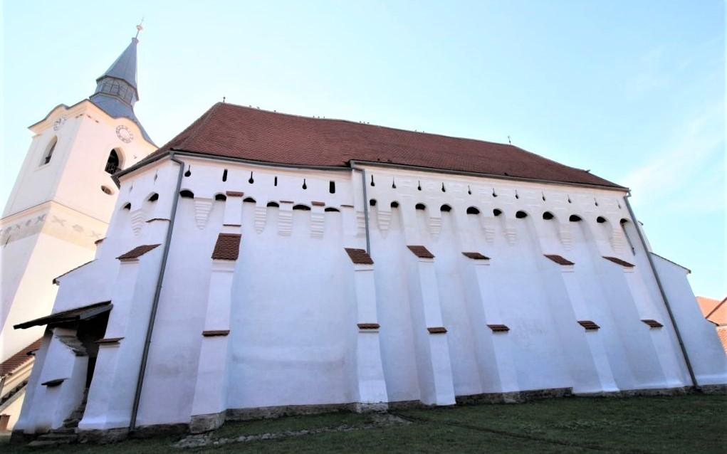 Nordfassade der Wehrkirche von Dersch / Darjiu