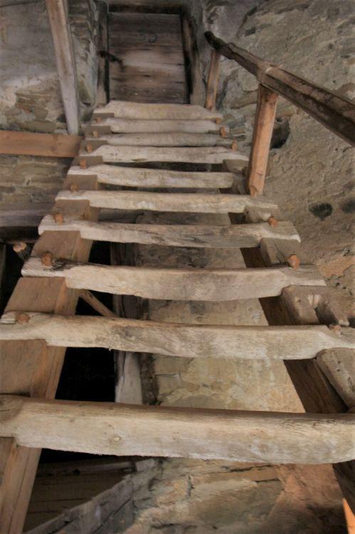 Treppe zu den Zufluchtsraeumen in der Kirchenburg Darjiu / Székelyderzs