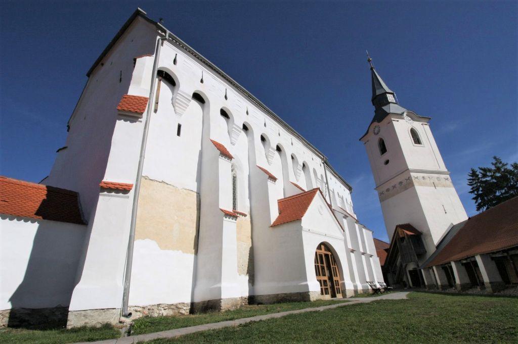Suedfassade der Wehrkirche von Dersch / Darjiu