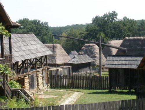Traditionelle Haeuser im Astra-Museum in Sibiu, Rumaenien
