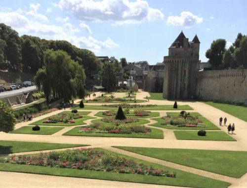 Les jardins des remparts und der Turm du Connétable in Vannes