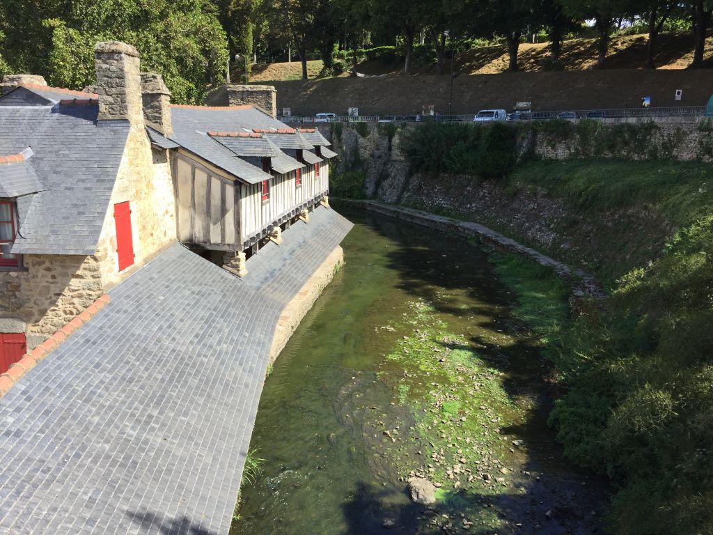 Lavoirs (Waschhaeuser) und Fluss Marle in Vannes