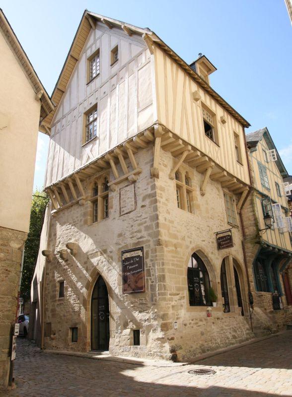 mittelalterliches Fachwerkhaus aus dem 13. Jahrhundert in Vannes