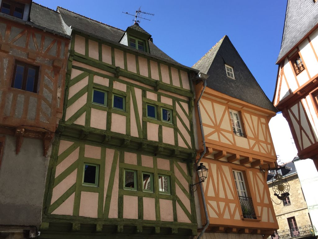 Fachwerkhaeuser am Place Saint Pierre in Vannes