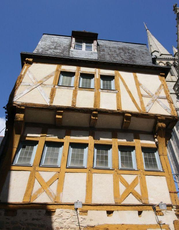 mittelalterliches Fachwerkhaus am Place Henri IV in Vannes
