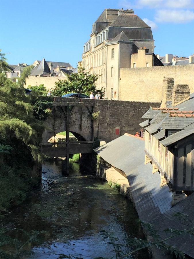 Blick auf den Fluss Marle und das Waschhaus in Vannes