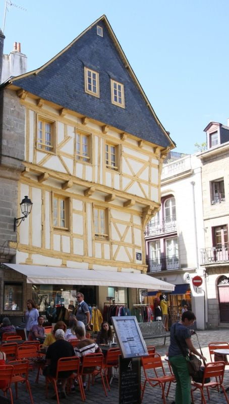 Place Henri IV in Vannes