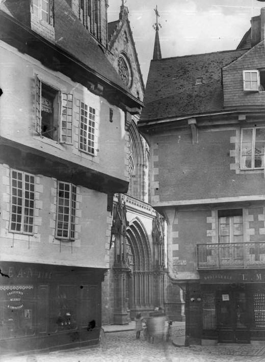 Schwarz-weiss Fotografie Place Henri IV. in Vannes