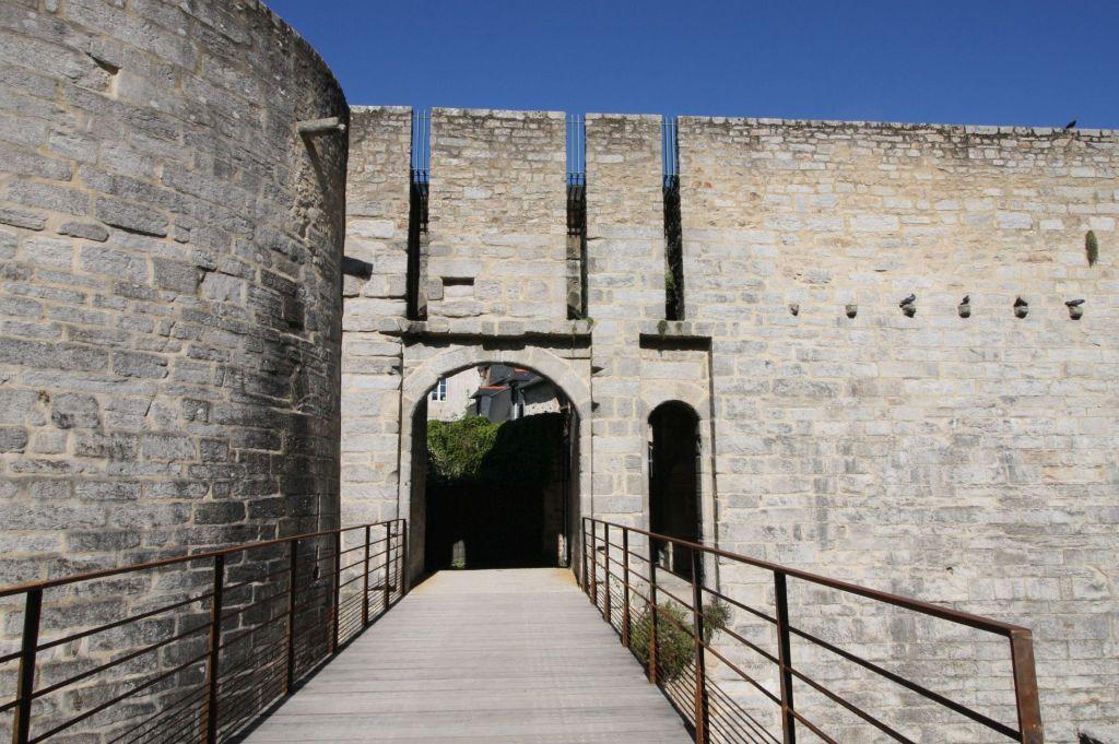 mittelalterliches Stadttor und Turm Calmont in Vannes