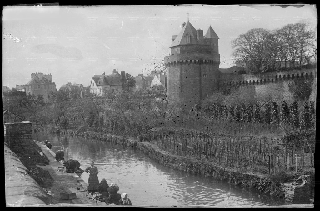 schwarz-weiss Fotografie der Stadtbefestigung zu Beginn des 20. Jahrhunderts