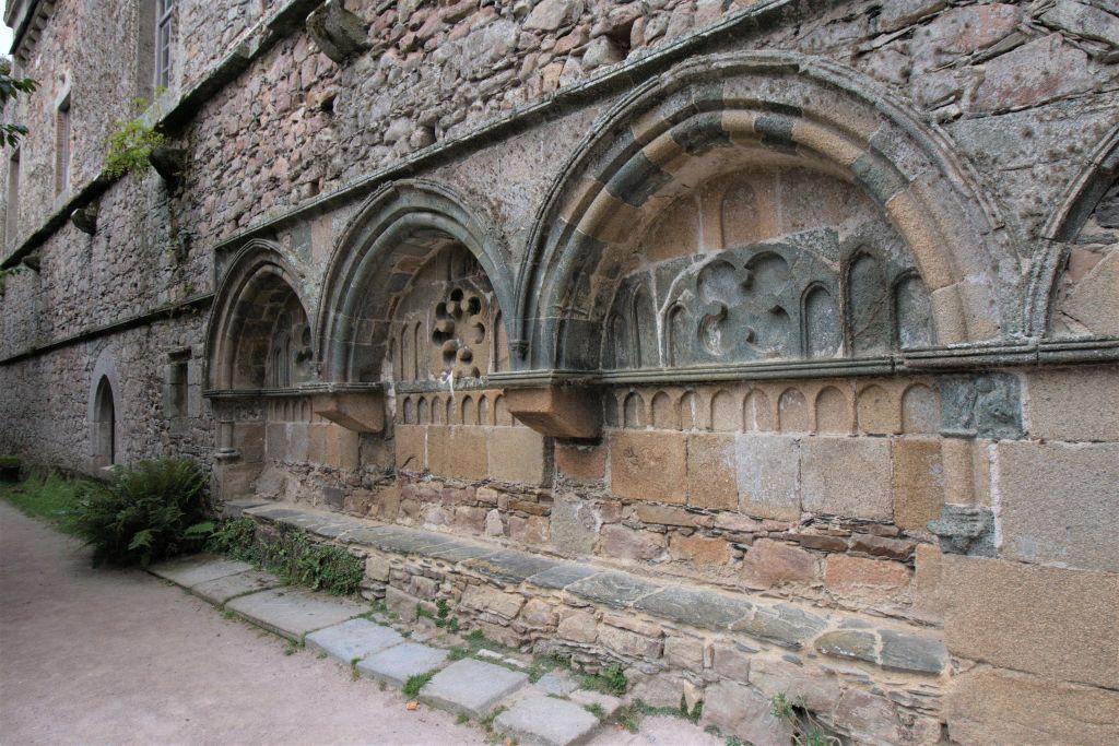 Wandwaschbecken im Kreuzgang der Abtei von Beauport