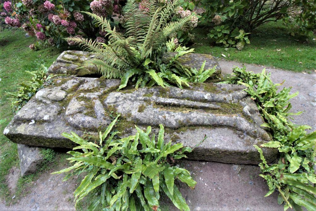 Gisants / Grabsteine des Grafen von Kerozou und seiner Frau in der Abteikirche von Beauport in der Bretagne