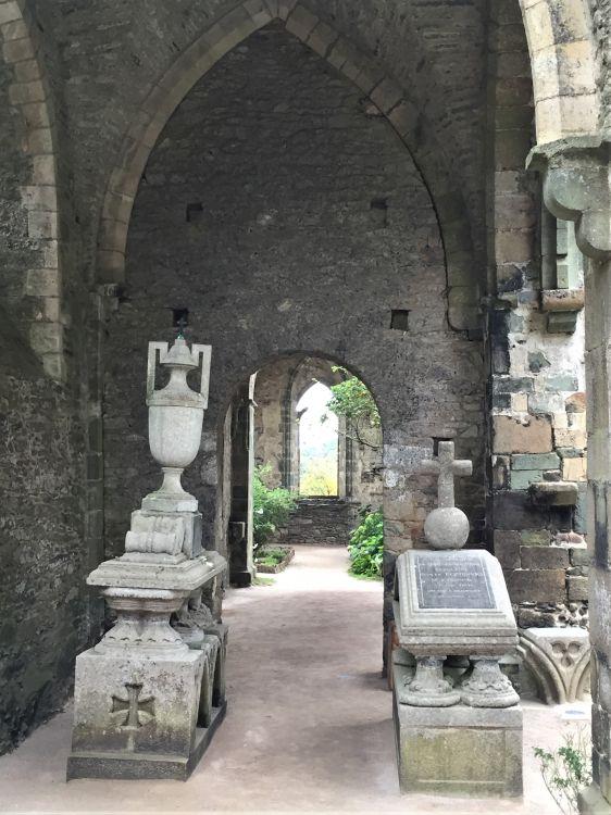 Grabmaeler des Grafen und der Graefin von Poninski in der Abteikirche Beauport, Bretagne