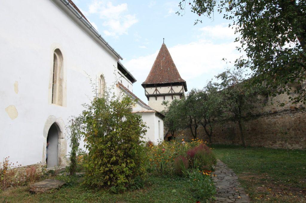 ummauerter Kirchhof der Kirchenburg in Kleinschenk / Cincsor, Siebenbuergen