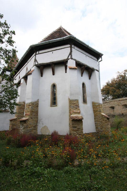 befestigter Chor mit Wehrgang der Wehrkirche in Kleinschenk / Cincsor, Siebenbuergen