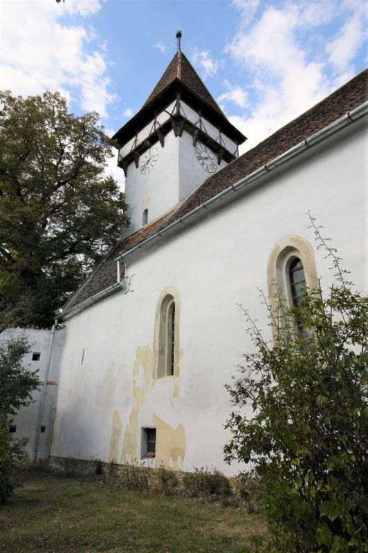 Suedfassade mit Glockenturm der Wehrkirche von Kleinschenk / Cincsor, Siebenbuergen