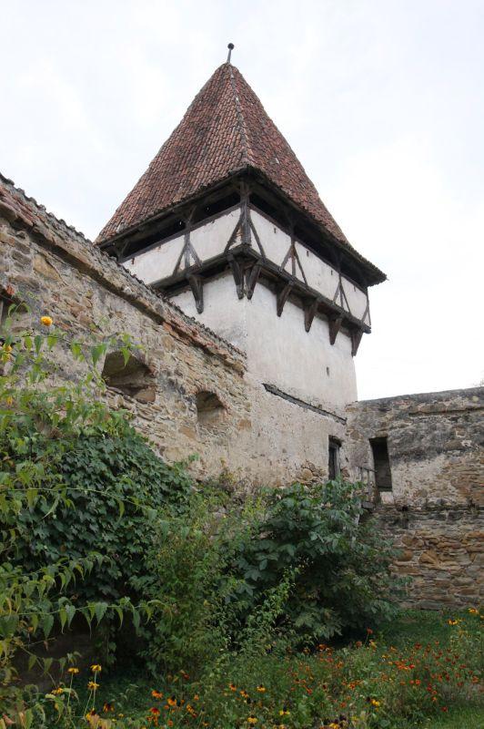 Mauerring mit Schiessscharten und Ostturm der Kirchenburg in Kleinschenk / Cincsor, Siebenbuergen