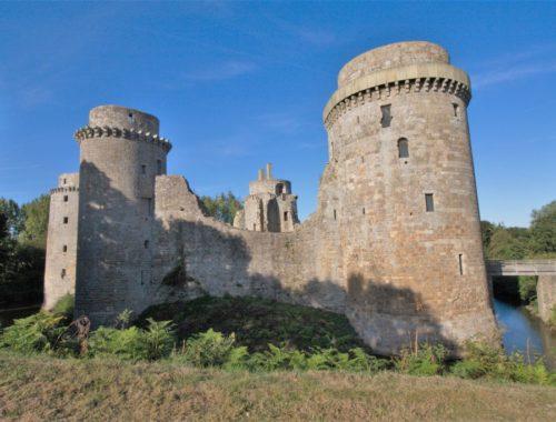 Ruine der Burg Hunaudaye in der Bretagne
