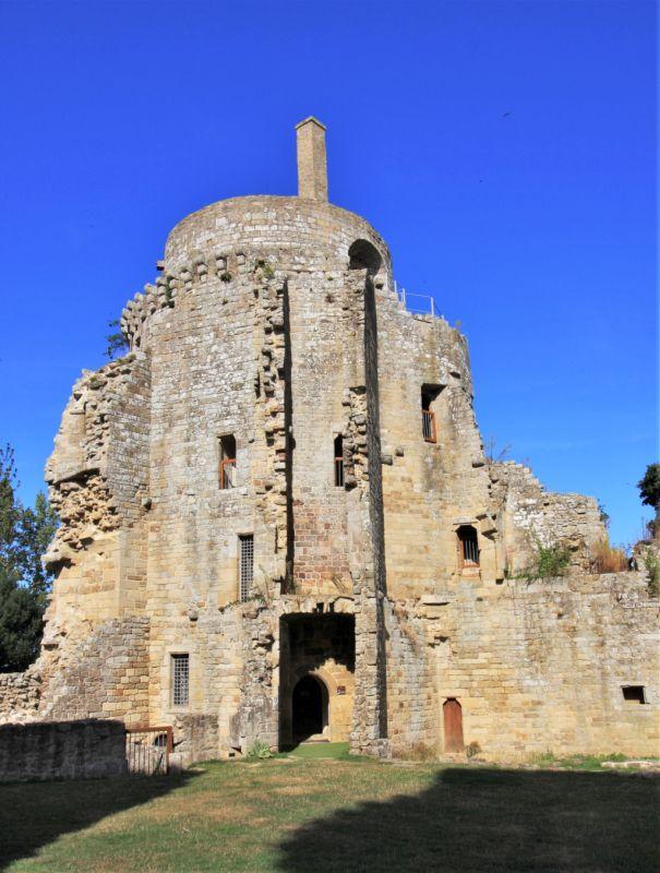 Wohnturm der Burg Hunaudaye in der Bretagne