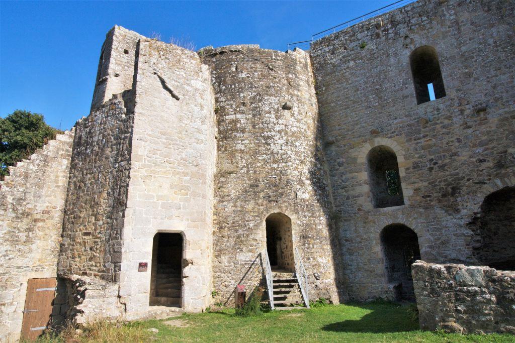 Tour de la Chapelle des Chateau de la  Hunaudaye in der Bretagne