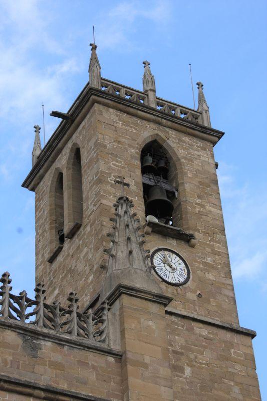 Kirchturm von San Juan Bautista in Obanos