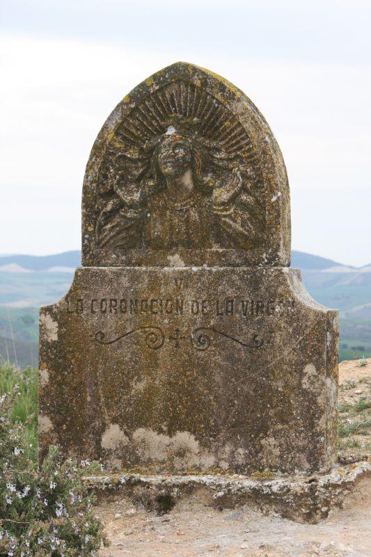 Denkmal zu Ehren der Jungfrau Maria in der Naehe der Kapelle Arnotegui